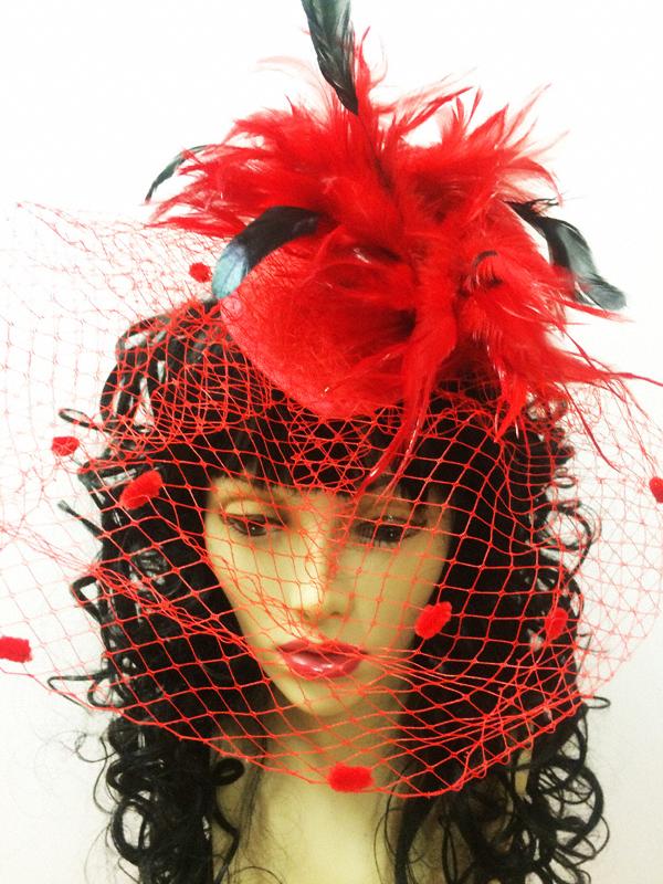 Bibi plumes et voilette rouge