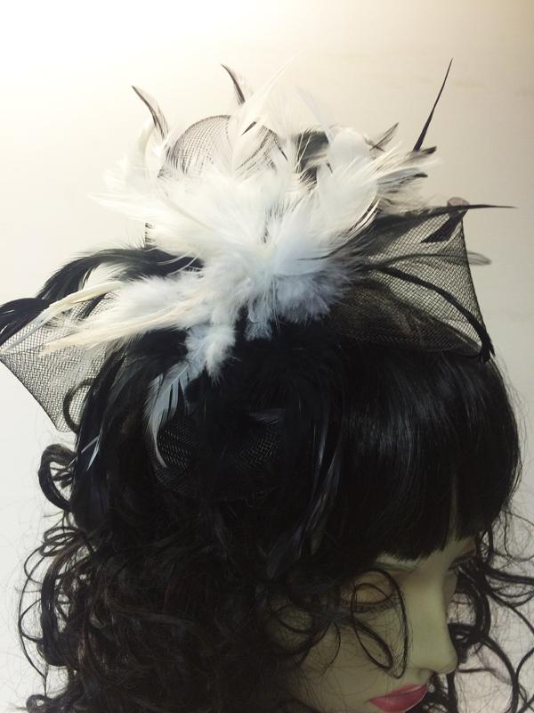 Serre tête cabaret plumes blanches et noires
