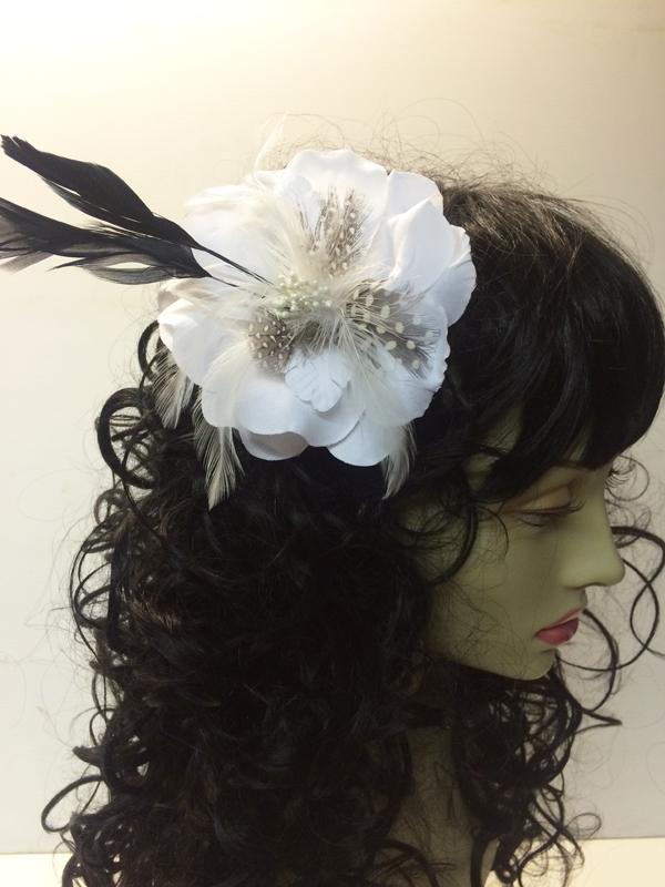 Pince à cheveux fleur blanche