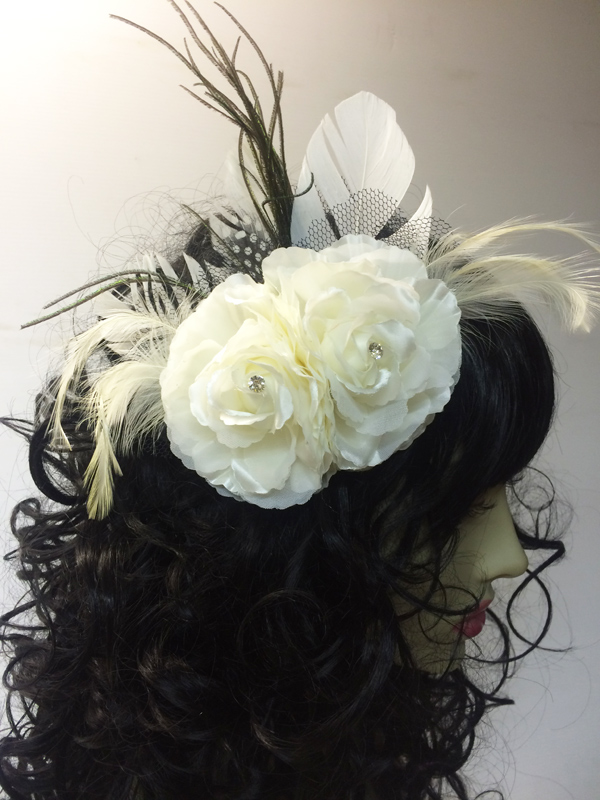 Pince à cheveux double roses blanches