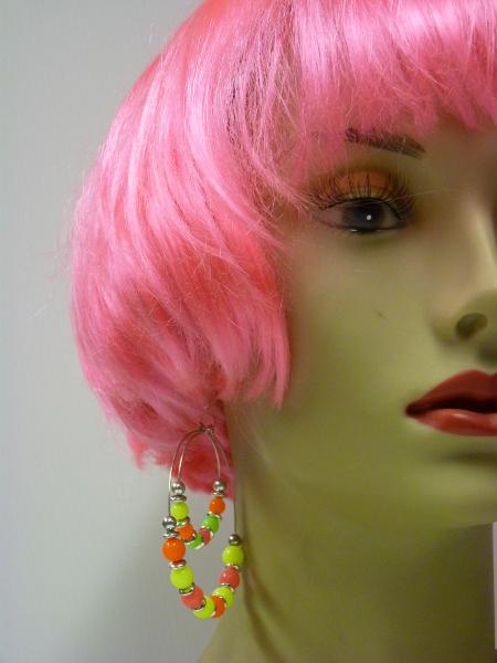 Boucles d\'oreilles fluo multicolores