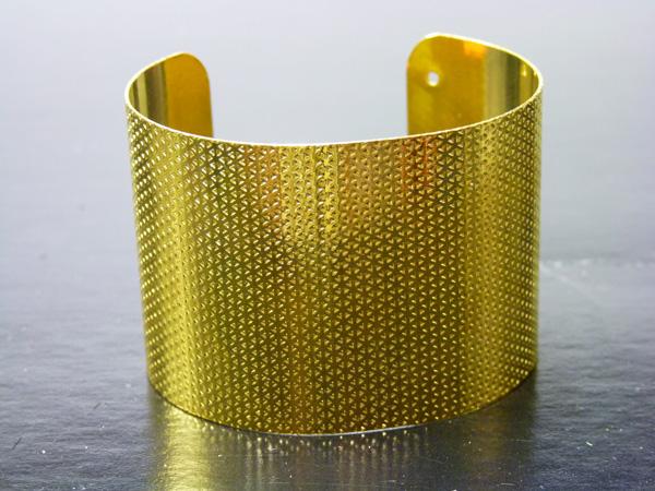 Bracelet en métal doré
