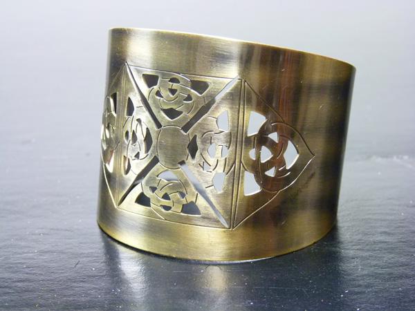 Bracelet en métal vieil or