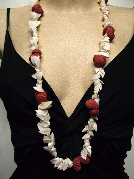 Collier hawaïen coquillage