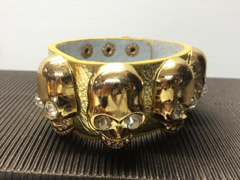 Bracelet or avec tête de mort