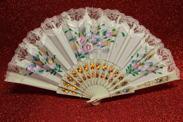Eventail ivoire motifs floraux