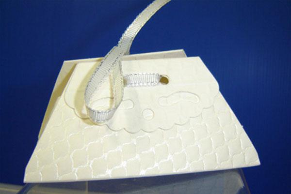 10 Boites à dragées gaufrées ivoires forme bourse