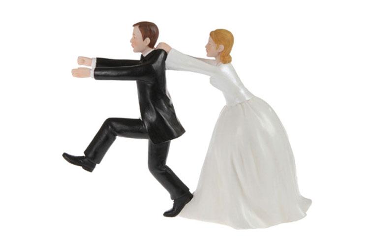 Couple de mariés en résine 20 cm courant