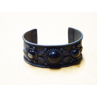 Bracelet antique en métal avec pierre