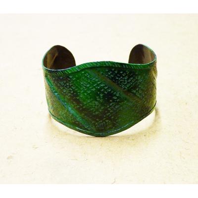 Bracelet antique en métal avec motifs