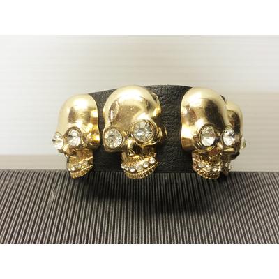 Bracelet noir avec tête de mort