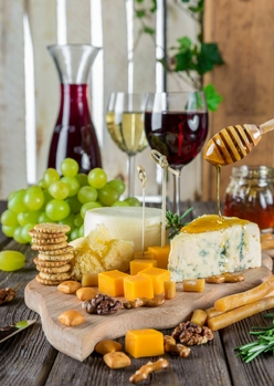 cheese_cheese_plate_wine_snacks_gastronomy_nutrition_food_appetizer-1362674