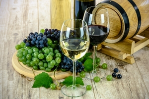 two_types_of_wine_white_wine_glass_grapes_bottle_the_drink_drinks-398923