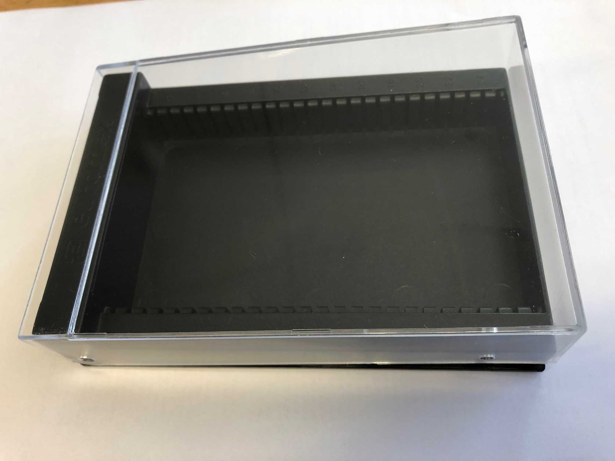 Boîte de rangement pour 25 préparations microscopiques