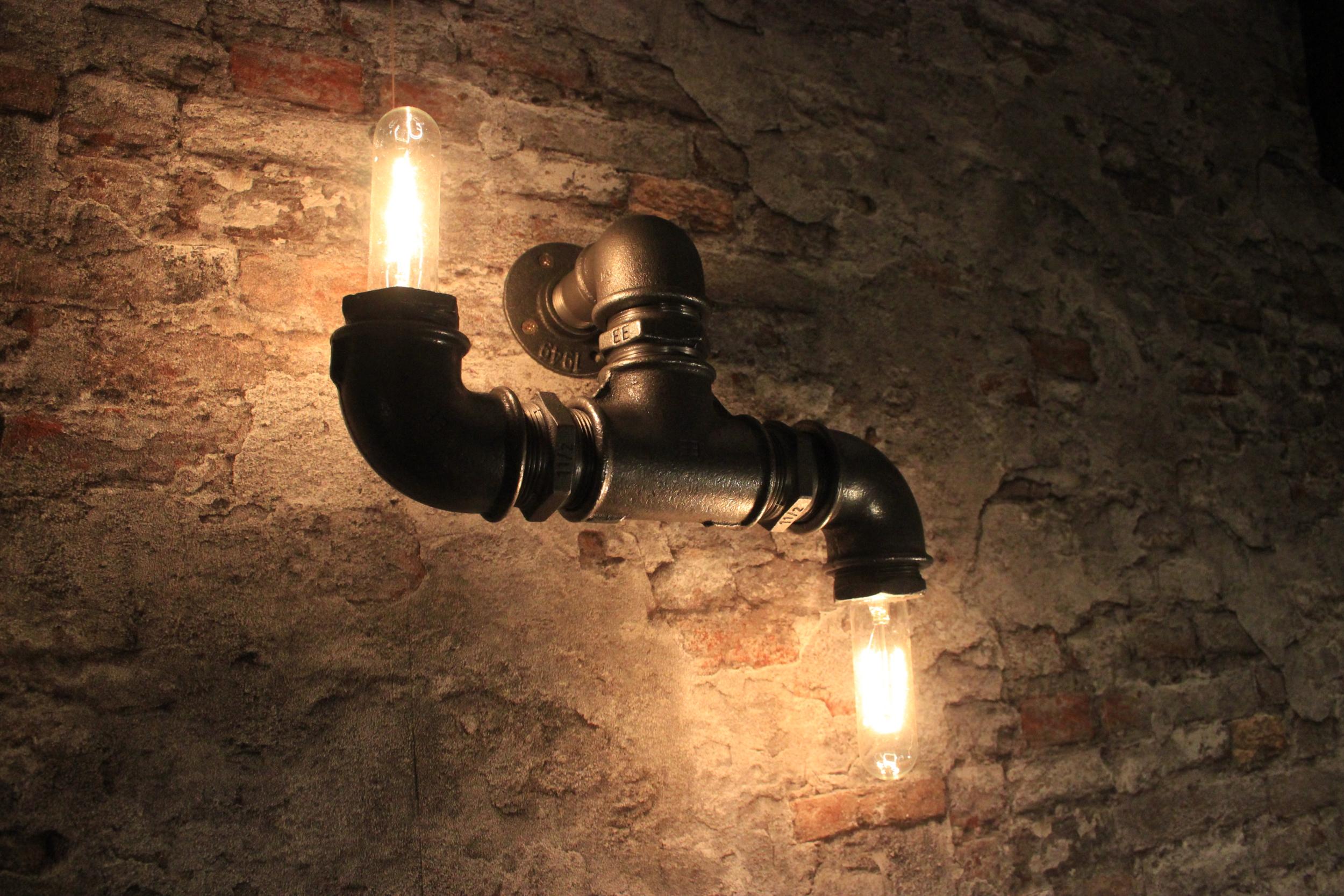Applique mural double éclairage \'\'haut-bas\'\'