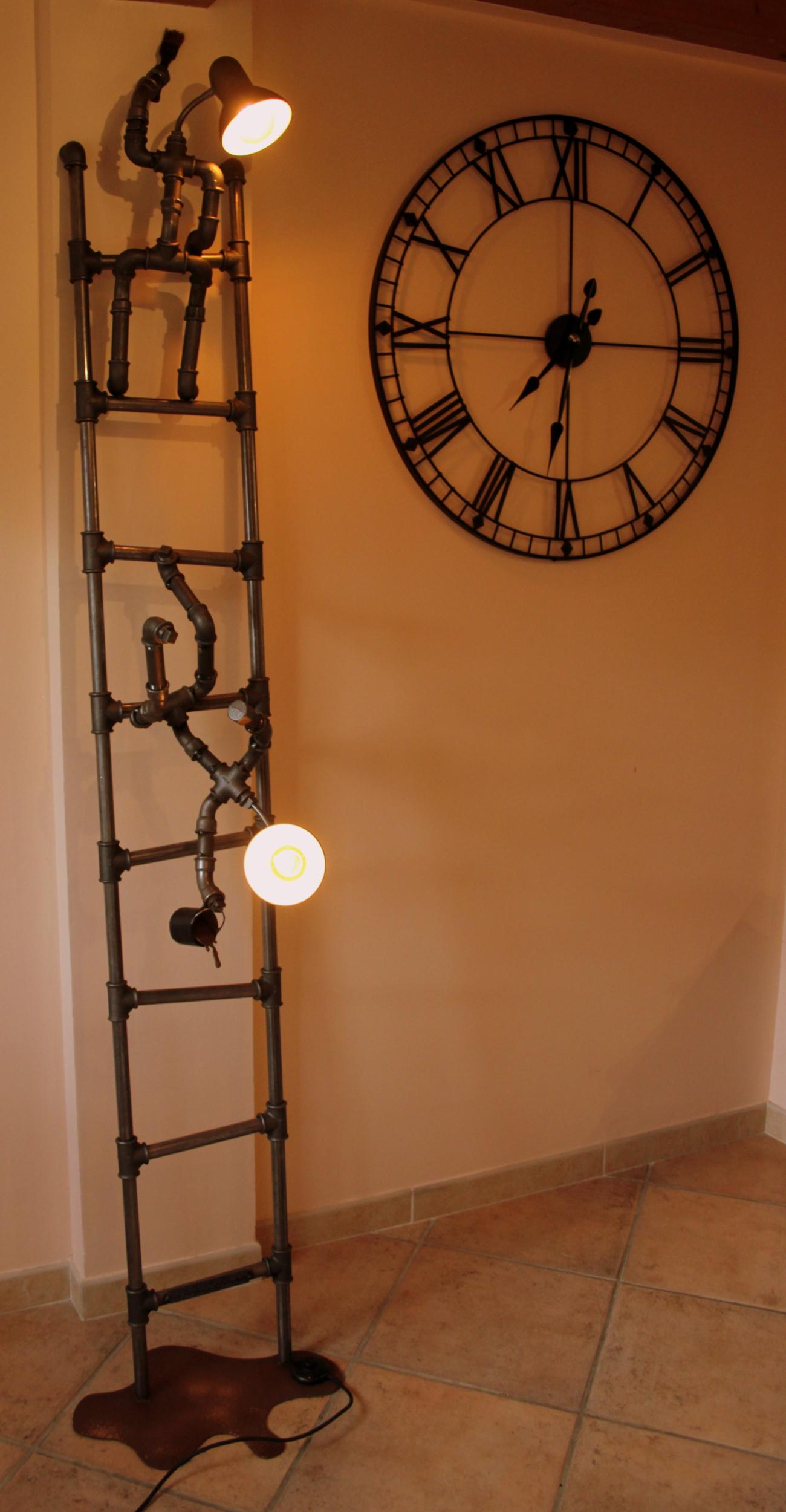lampadaire original-le labo du kraken-lampadaire peintre-lampadaire rigolo-lampadaire vintage-lampadaire acier-lampadaire tuyau