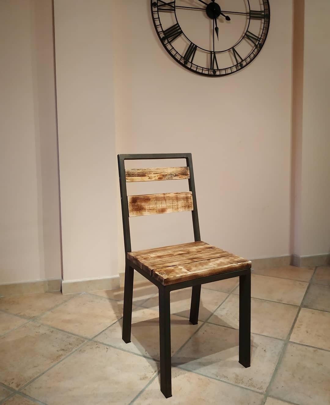 Chaise style industriel ( vendu par 4)