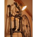 lampadaire original-le labo du kraken-lampadaire peintre-lampadaire rigolo-lampadaire vintage-lampadaire acier-lampadaire tuyau-échelle vintage