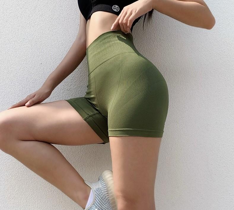 Short gymnaste
