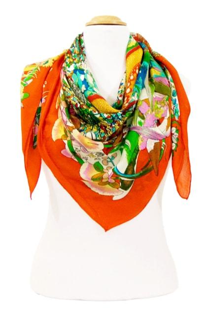foulard-carre-de-soie-orange-fleuri-105-x-105-cm-5-min
