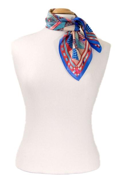 carre-de-soie-petit-foulard-bleu-patchy-3-min