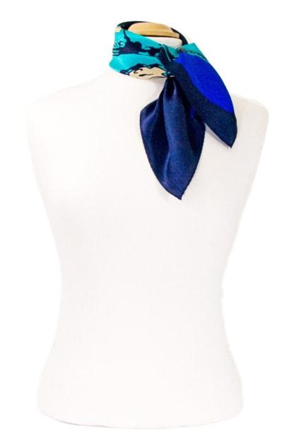 carre-de-soie-petit-foulard-bleu-coco-3-min