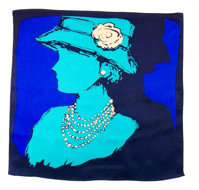 carre-de-soie-petit-foulard-bleu-coco 2-min