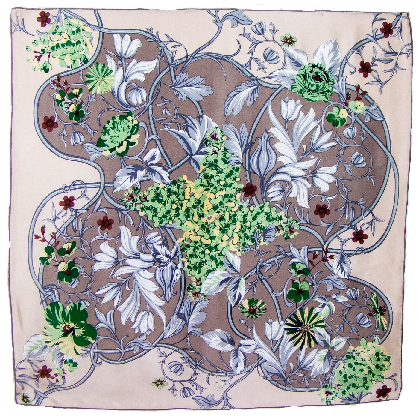 Foulard carré en soie beige feuilles