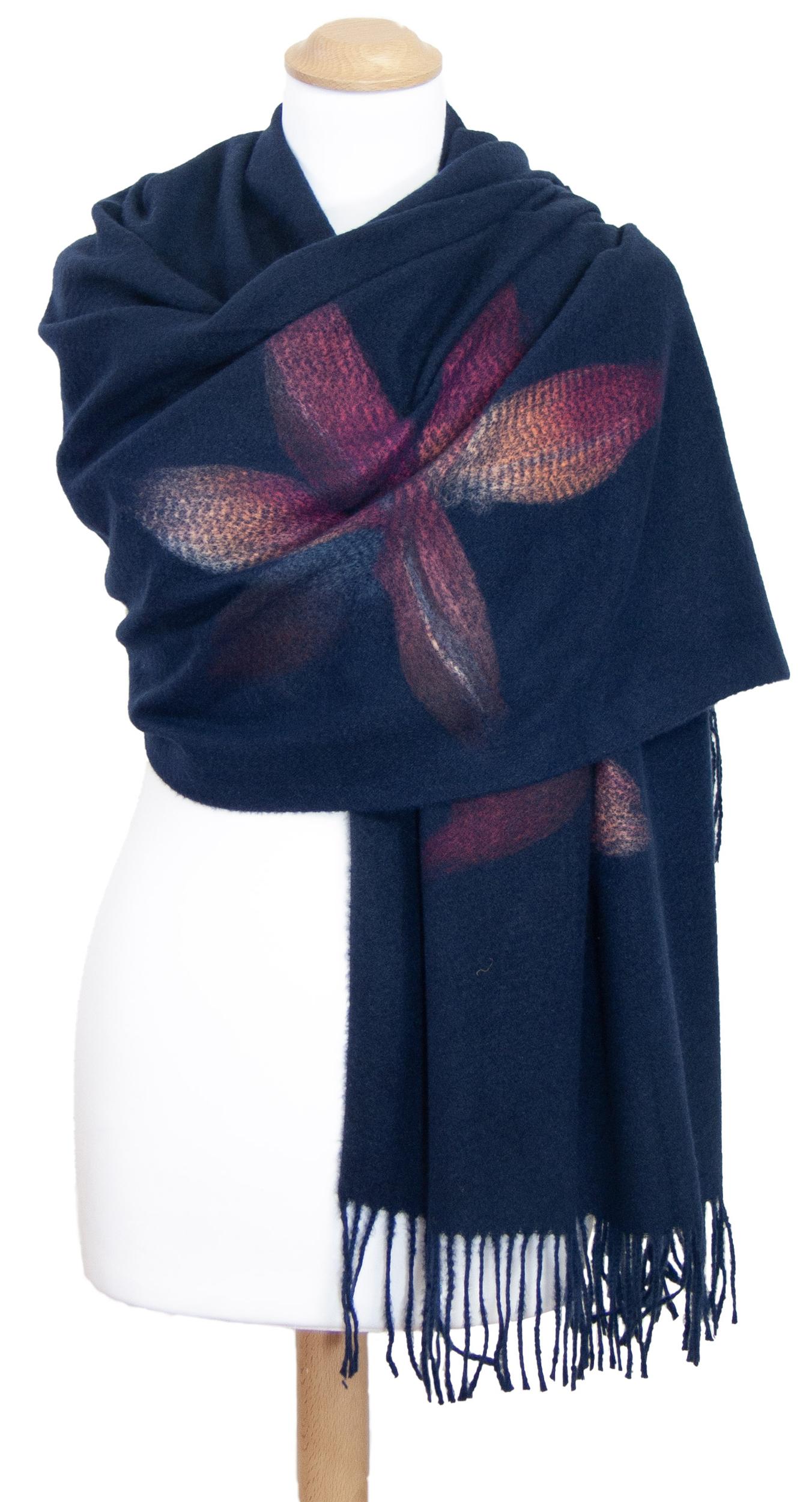 Châle bleu marine laine fleurs Eva