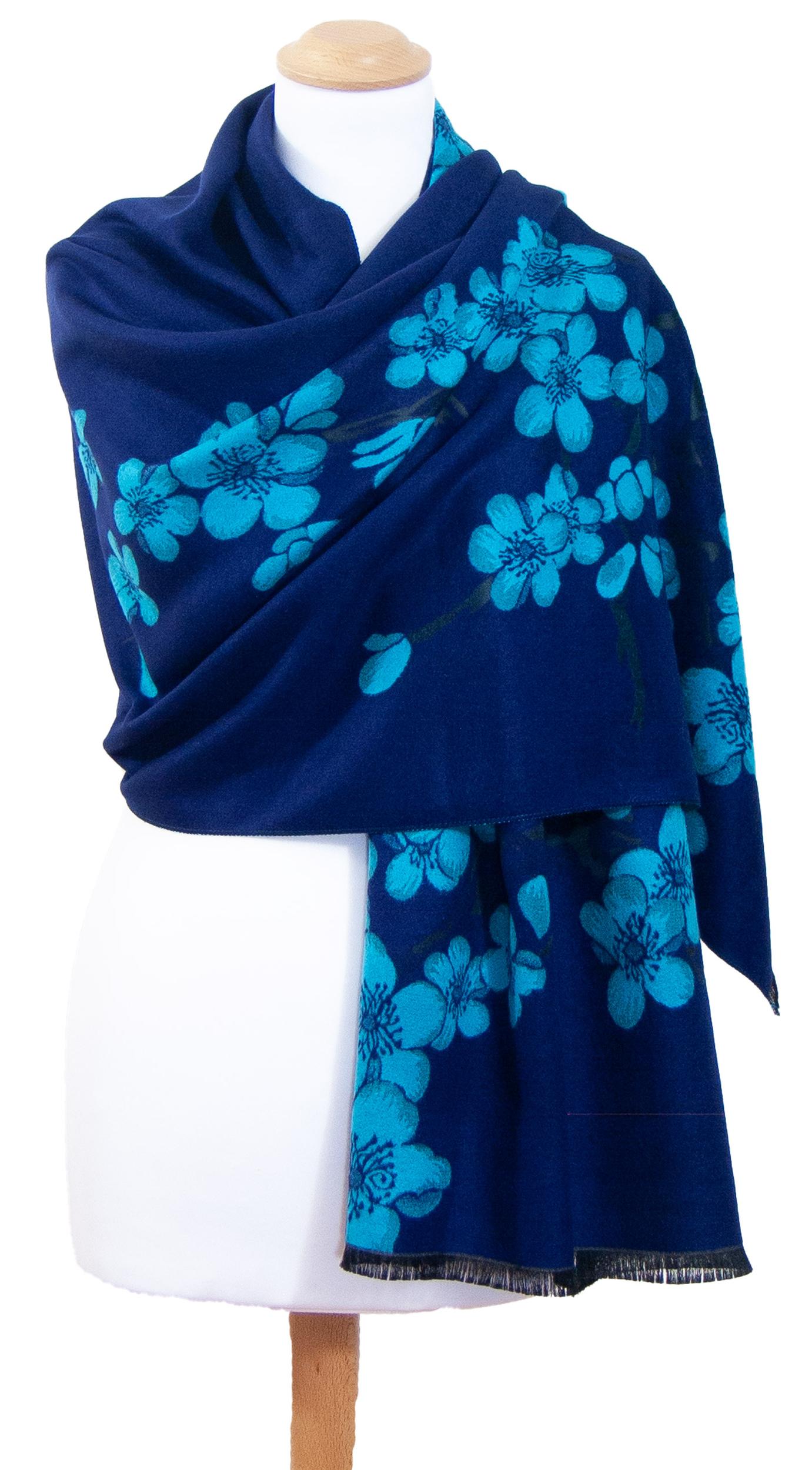 Châle bleu marine turquoise fleurs de cerisiers