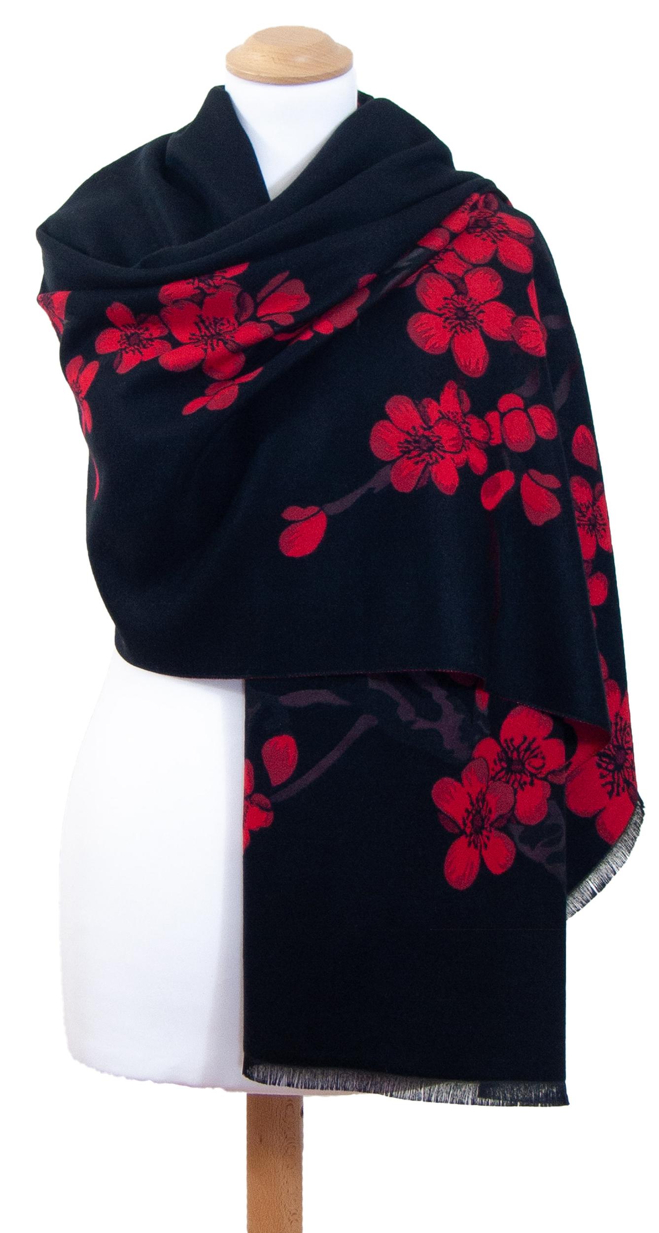 Châle noir rouge fleurs de cerisiers