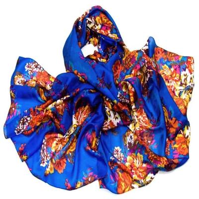 Etole en soie bleu grandes fleurs laure