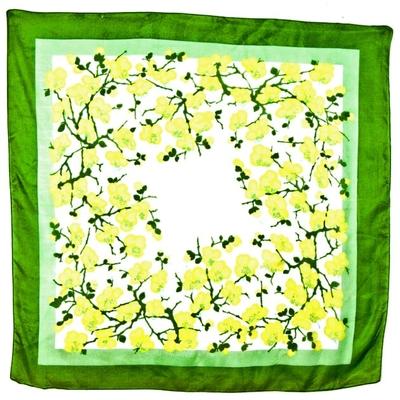Foulard en soie carré fleurs de cerisier vert Palme 110 x 110 cm