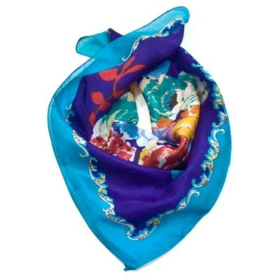 Foulard en soie mini fleuri bleu 50 x 50 cm Palme