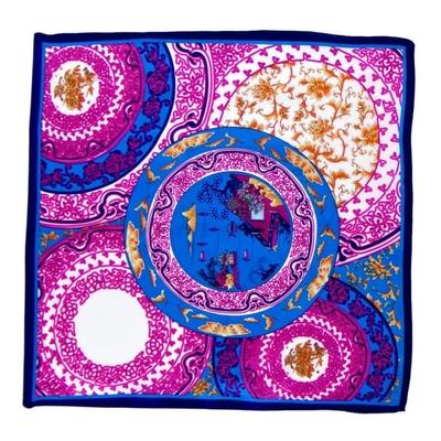 Foulard en soie rose porcelaine 50 x 50 cm premium
