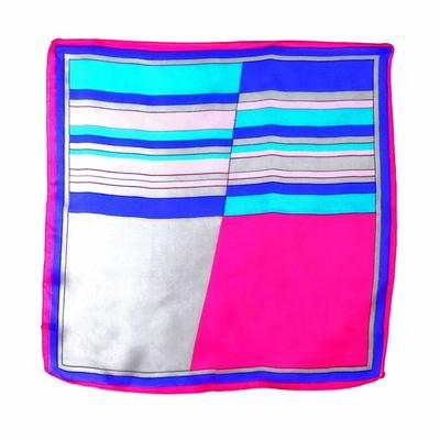 Carré de soie foulard mini imprimé graphique rose 50 x 50 cm