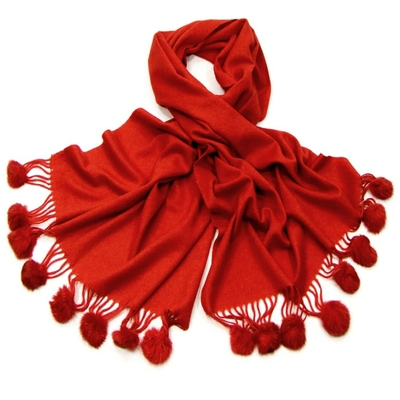 Etole rouge en pure laine et pompons fourrure