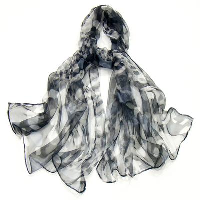 Foulard en mousseline de soie noir damiers