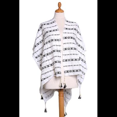 Poncho foulard noir frises pompons