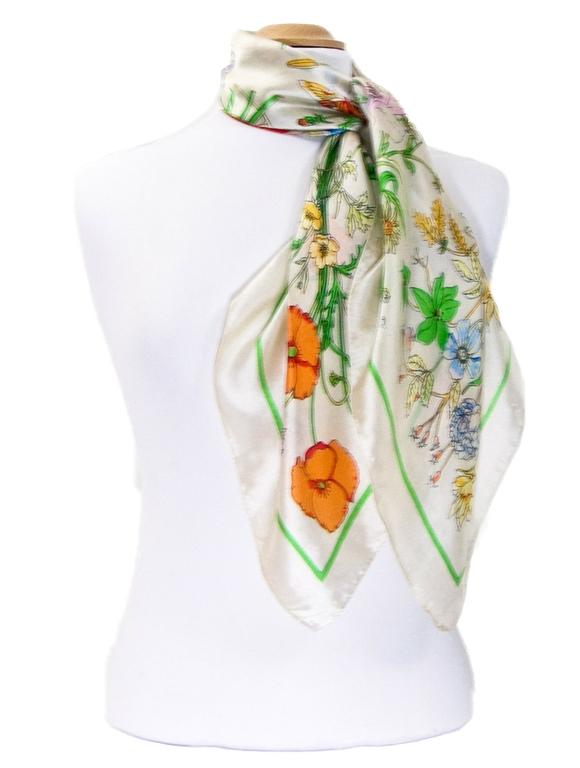 foulard carré de soie écru bouquet 2-min
