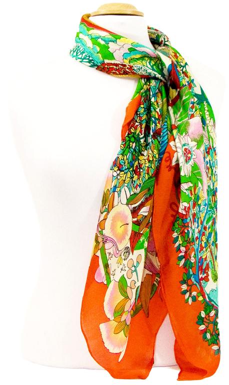 carre en soie orange fleuri