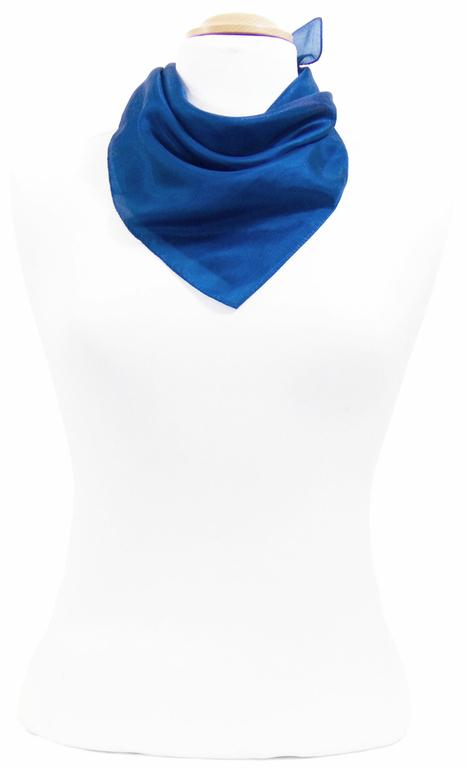 petit carré en soie bleu 1