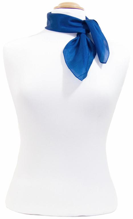 petit carré en soie bleu 2