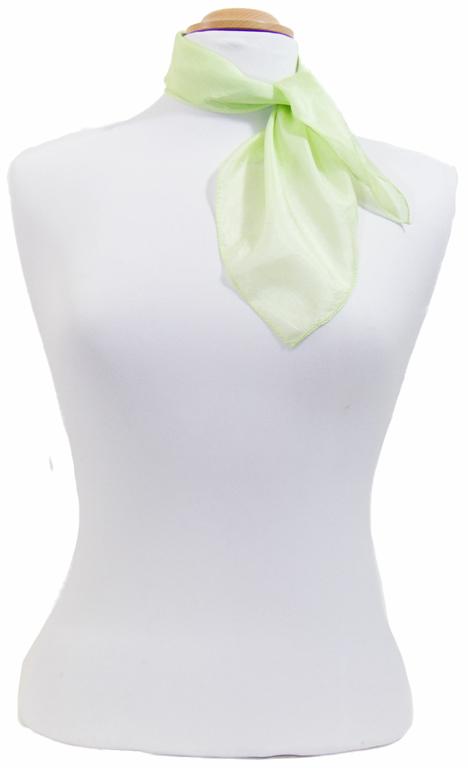 petit carré en soie vert anis 2