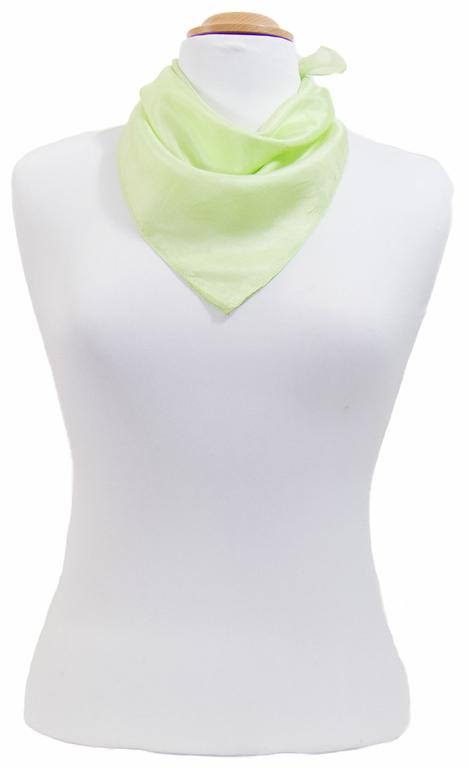 petit carré en soie vert anis 1
