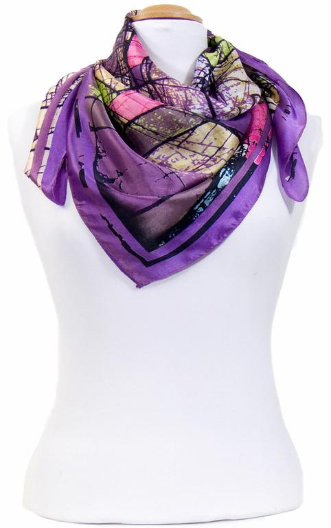 carré en soie violet graffiti 2