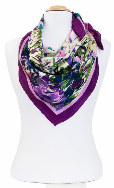 carré de soie violet fleurs 2