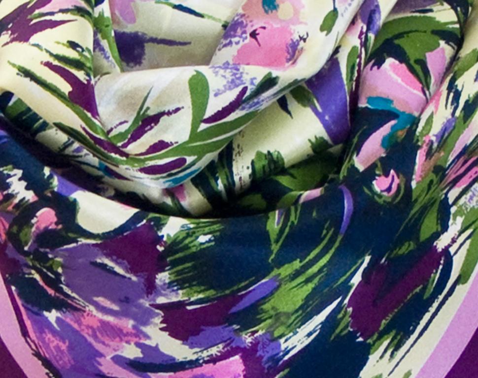 carré de soie violet fleurs 3