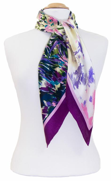 carré de soie violet fleurs 4