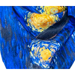 carré de soie bleu femme reproduction tableau nuit étoilée Van Gogh